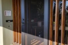 mobile-screens-security-doors-04